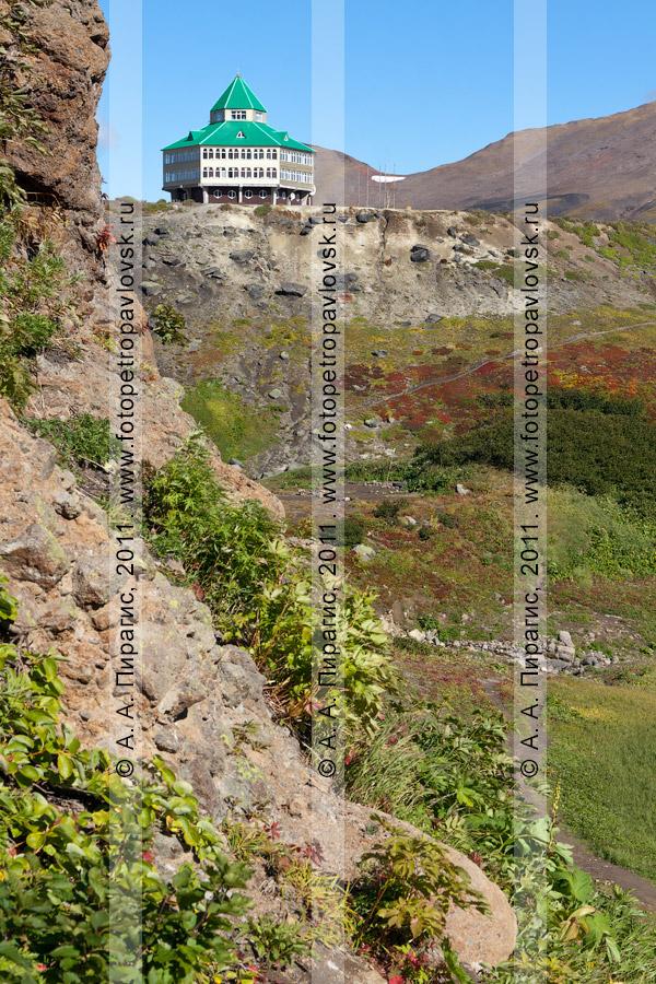 Фотография: вид на гостиницу. Мутновская геотермальная электростанция (ГеоЭС) на Камчатке
