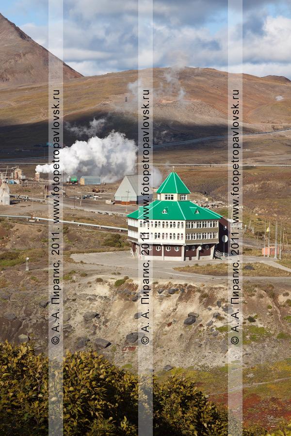 Фотография: вид на гостиницу Мутновской геотермальной электростанции на полуострове Камчатка
