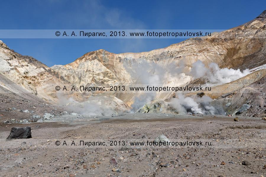 Фотография: камчатский вулканический пейзаж — кратер вулкана Мутновская сопка (Mutnovskaya Sopka)