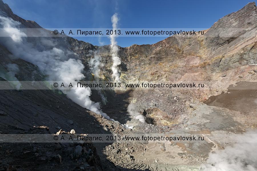Фотография: Активная воронка, кратер Мутновского вулкана (Mutnovsky Volcano) на полуострове Камчатка