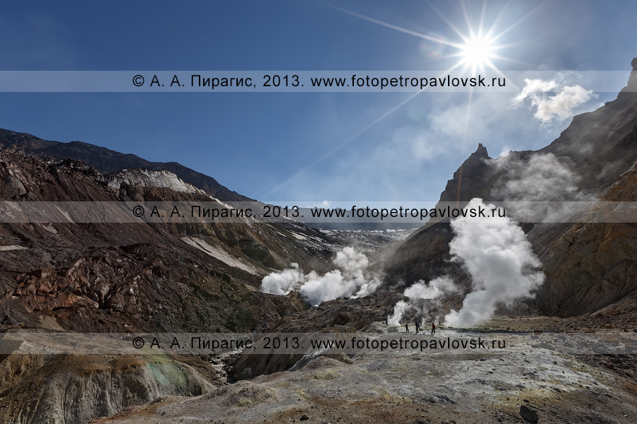 Фотография: фумарольное поле в кратере Мутновского вулкана (Mutnovsky Volcano) на Камчатке