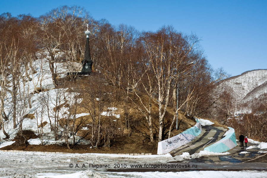 Фотография: памятник Славы героям обороны Петропавловска от нападения англо-французской эскадры в августе 1854