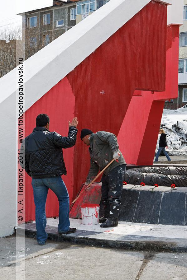 Фотография: благоустройство мемориала памяти камчатцев, погибших во Второй мировой войне. Парк Победы в городе Петропавловске-Камчатском