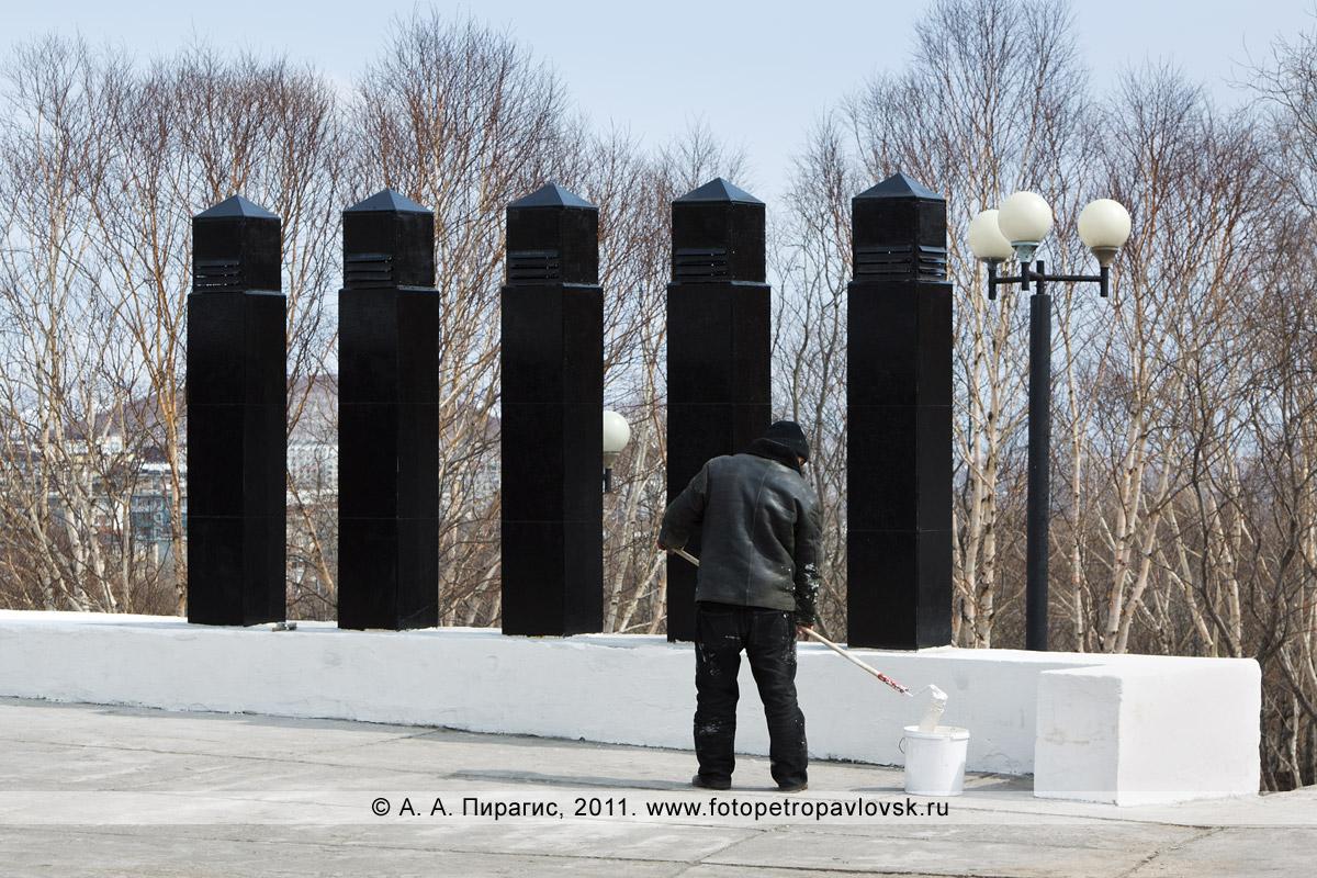 Фотография: благоустройство мемориала памяти камчатцев, погибших во Второй мировой войне. Парк Победы, город Петропавловск-Камчатский