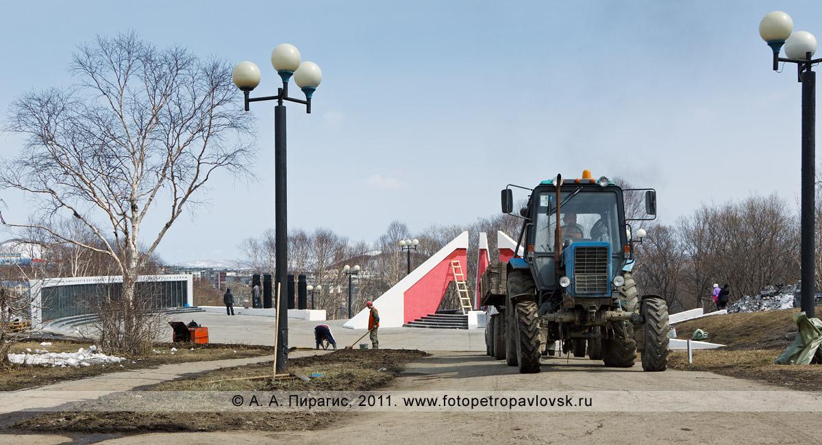 Фотография: работы по благоустройству мемориала памяти камчатцев, погибших во Второй мировой войне, и парка Победы в городе Петропавловске-Камчатском
