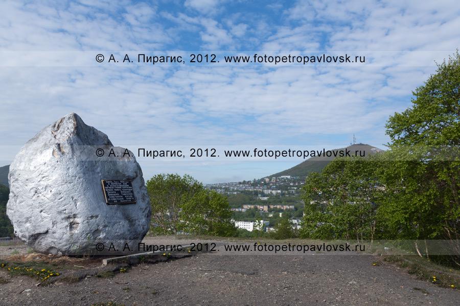 Фотография: памятник камчатским партизанам: Бохняку, Войцешеку, Давыдову и Тушканову. Камчатский край, город Петропавловск-Камчатский