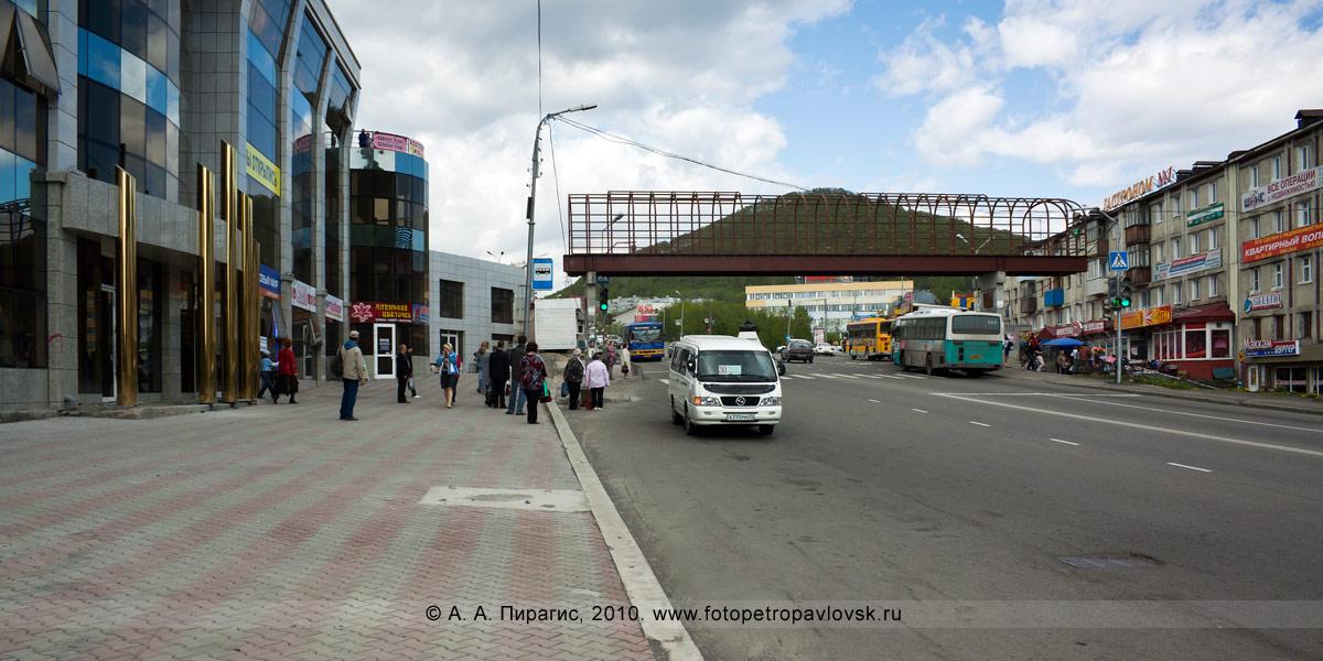 Фотография: надземный пешеходный переход на Комсомольской площади в городе Петропавловске-Камчатском