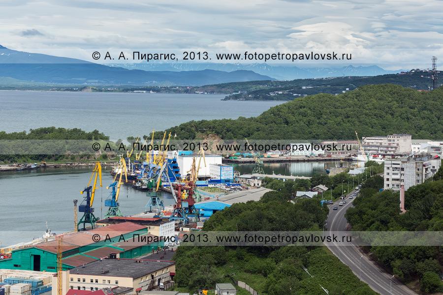 Фотография: вид на причалы Петропавловск-Камчатского морского торгового порта (Петропавловск-Камчатский)