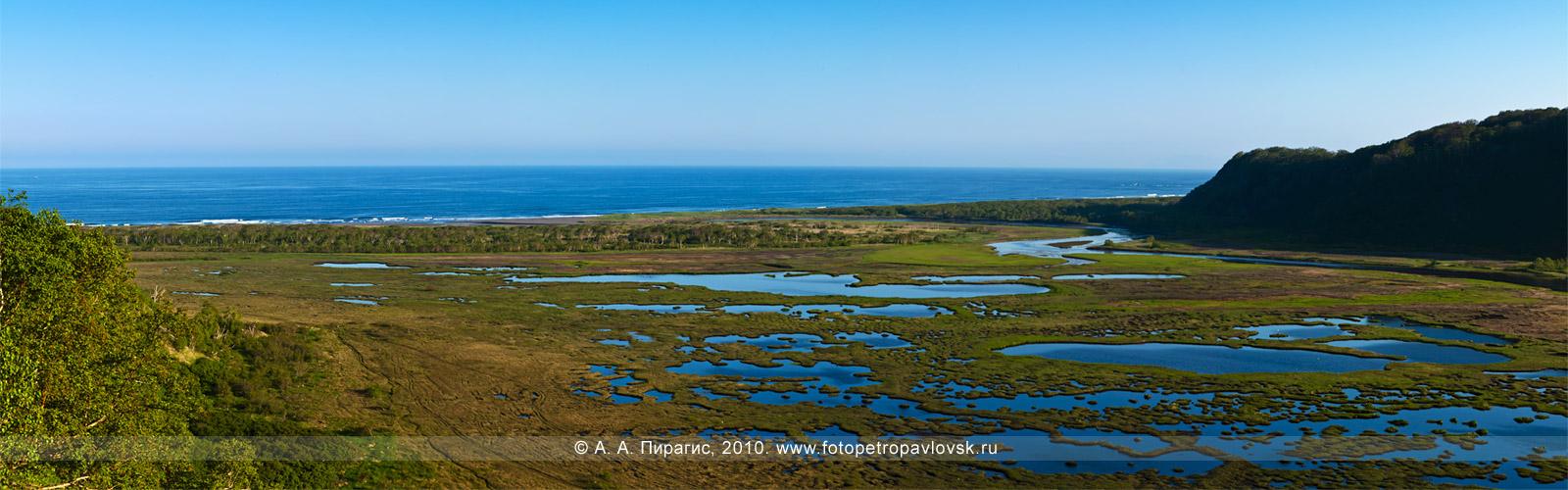 Фотография: панорама — Приливное озеро. Берег Авачинского залива (Тихий океан). Окрестности города Петропавловска-Камчатского