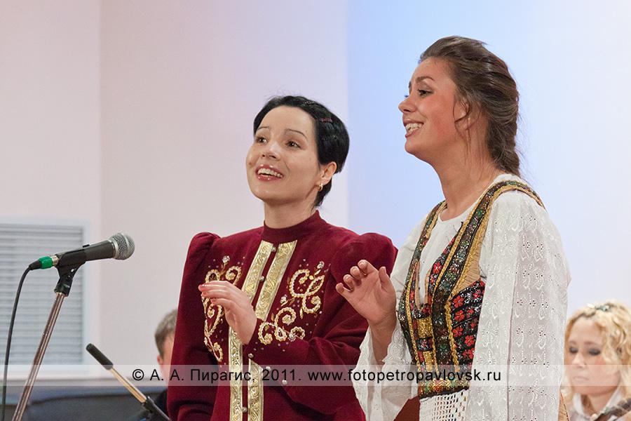 Фотография: солистки Татьяна Мигунова и Анастасия Чонь (город Петропавловск-Камчатский)
