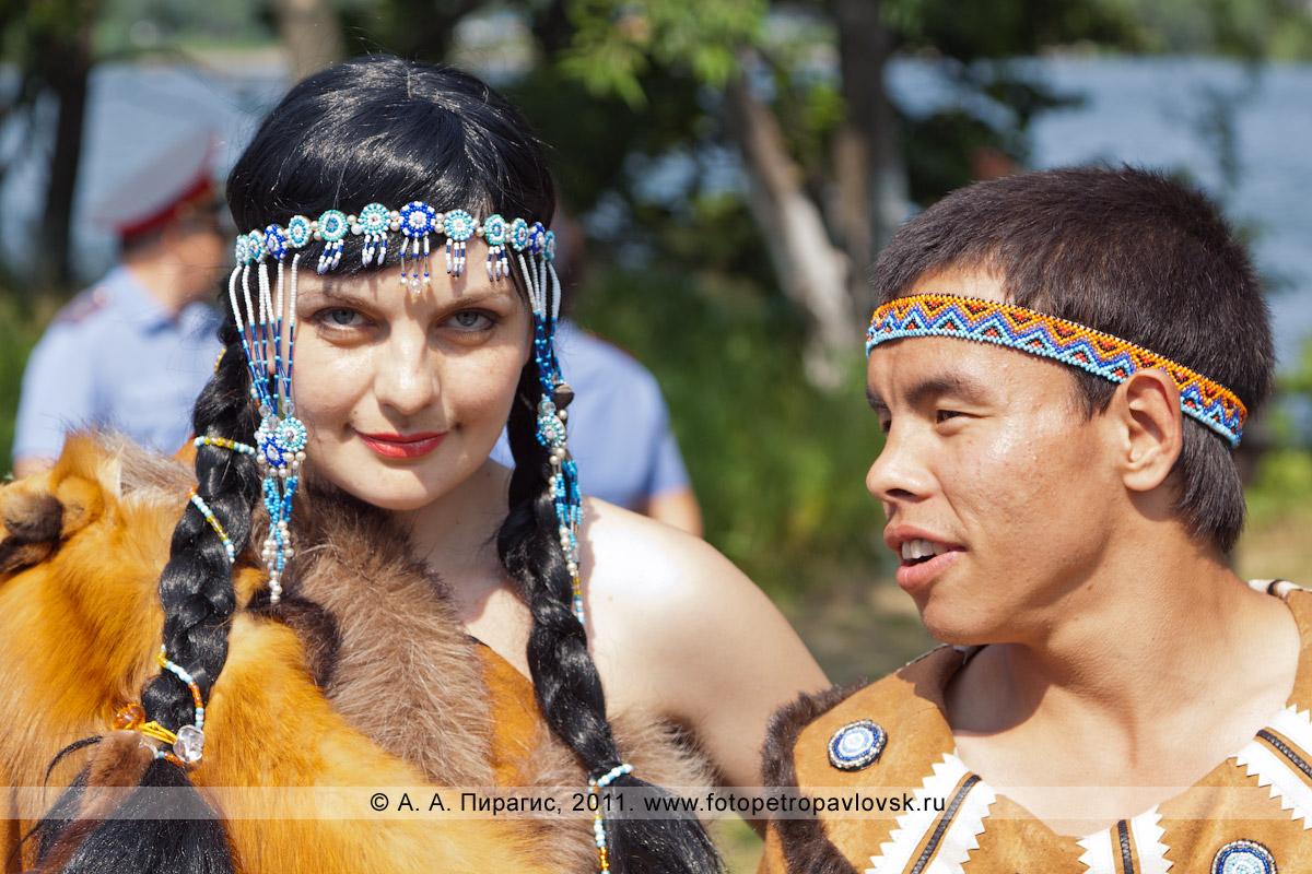 """Фотография: Кожемяка Дарья — танцовщица ансамбля этнического северного танца """"Северные зори"""" и танцор национального ансамбля """"Коритэв"""" на праздновании Дня аборигена в городе Петропавловске-Камчатском"""