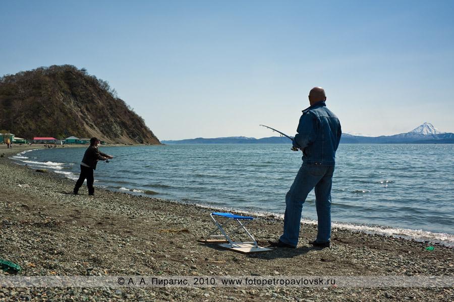 Фотография: Рыбаки на Озерновскоей косе ловят камбалу в Авачинской губе (бухте)