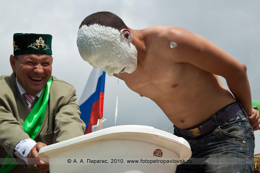 """Фотография: Сабантуй на Камчатке. Традиционная национальная забава — """"достань колечко"""""""
