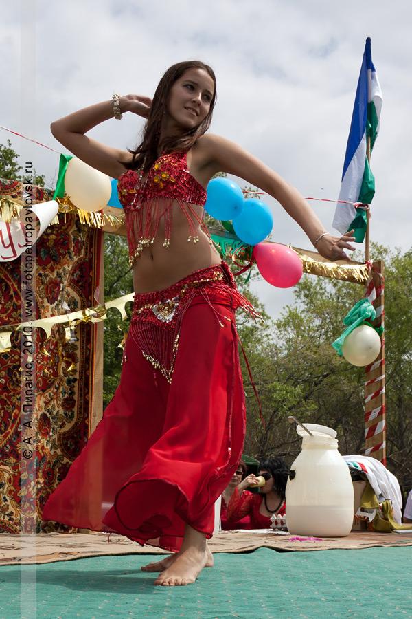 Фотография: празднование Сабантуя на Камчатке: зажигательный национальный танец