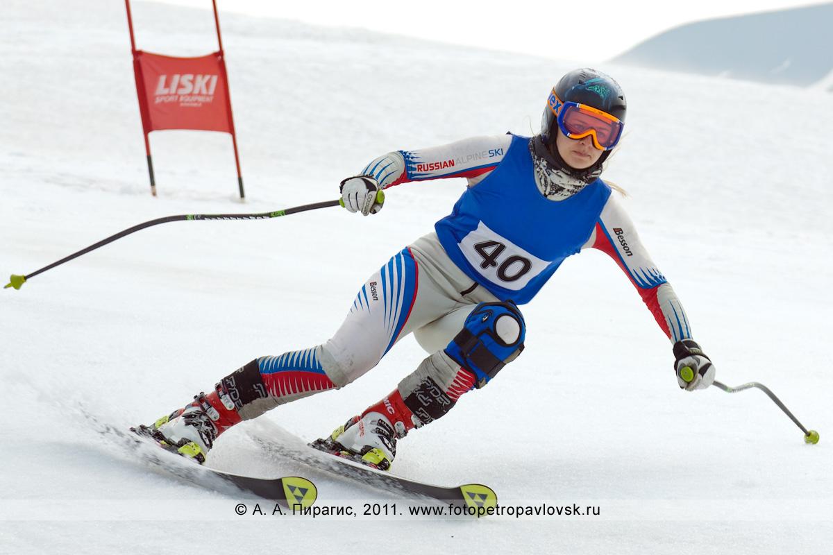 Фотография: камчатская горнолыжница. Слалом-гигант (гигантский слалом) на Авачинском вулкане. Летнее первенство Камчатского края по горнолыжному спорту