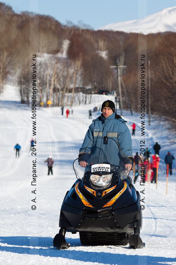 """Фотография: """"лыжный патруль"""" на снегоходе. Стадион на лыжной базе """"Лесная"""". Камчатский край, город Петропавловск-Камчатский"""