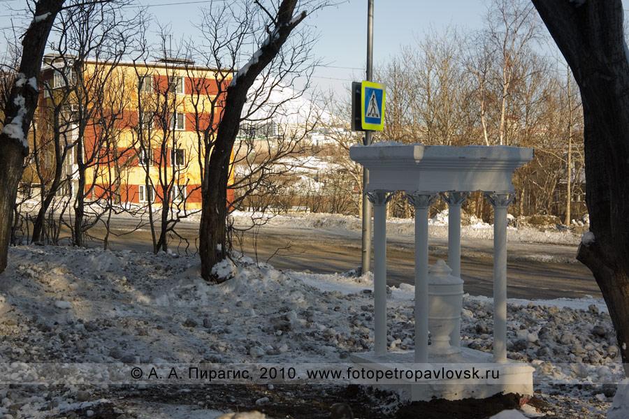 Фотография: памятник актрисе Славиной (Родионовой) Александре Владиславовне. Петропавловск-Камчатский, улица Владивостокская