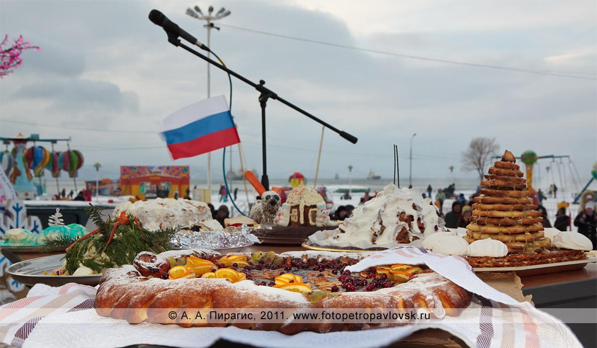 """Фотография: кулинарные изделия снегурочек. Конкурс """"Забег снегурочек"""" от камчатской радиостанции """"Радио СВ"""""""
