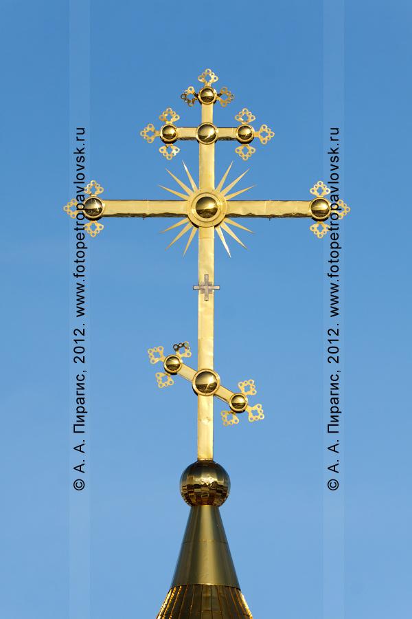 Фотография: крест на куполе Свято-Троицкого кафедрального собора. Камчатка, город Петропавловск-Камчатский