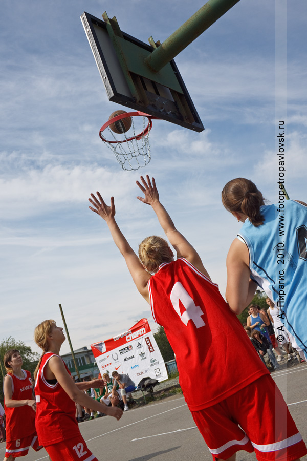 "Фотография: стрит-баскетбол на Камчатке: соревнования по уличному баскетболу ""Камчатка. Стритбаскет"" (Петропавловск-Камчатский)"