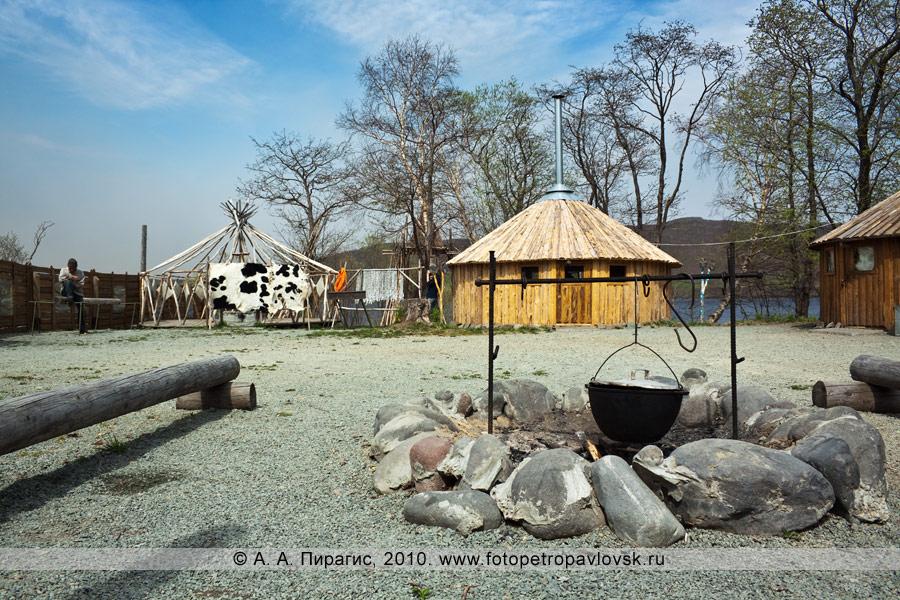 """Фотография: корякская этническая деревня """"Танынаут"""" на Камчатке. Очаг под отрытым небом, вид на жилища"""