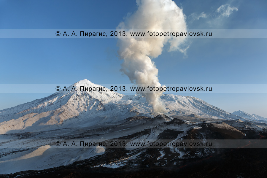 Фотография: извержение вулкана Плоский Толбачик на полуострове Камчатка