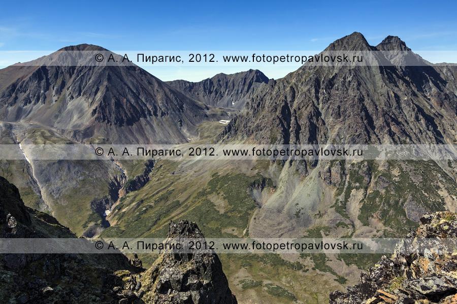 Фотография: вид на гору Вачкажец и Вачкажцы, или Вачкажицы. Полуостров Камчатка, Южно-Быстринский хребет, горный массив Вачкажец, или вулкан Вачкажец