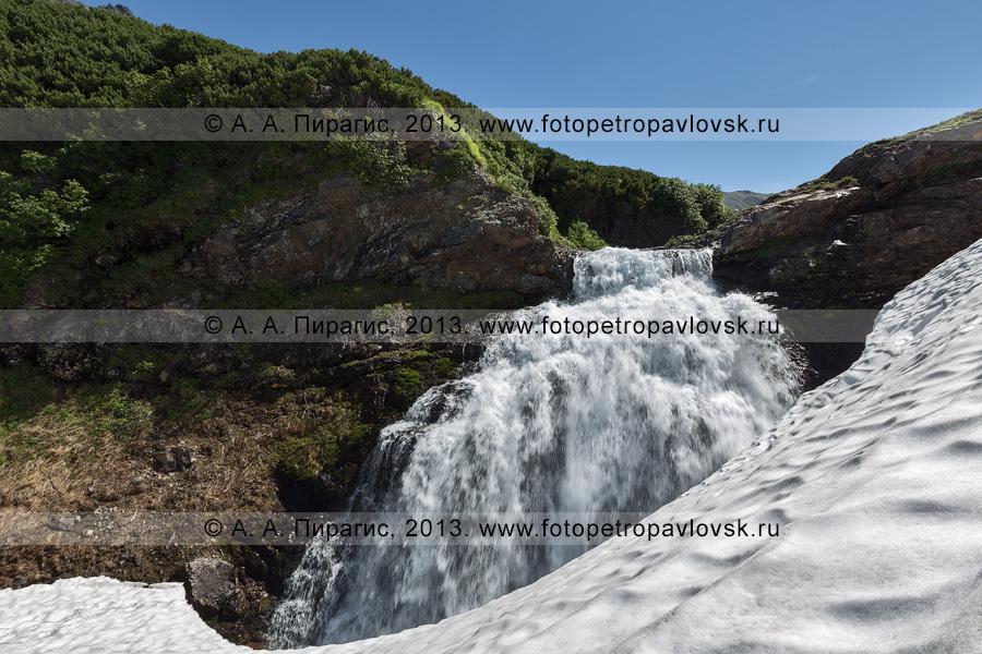 Фотография: камчатский летний пейзаж — водопад на реке Такхолоч в горном массиве Вачкажец на Камчатке