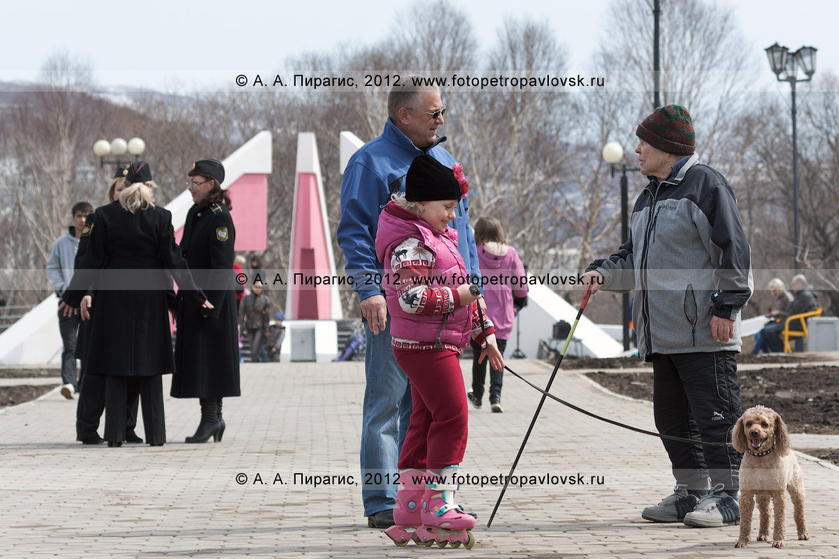 Фотография: жители Камчатки отдыхают в парке Победы города Петропавловска-Камчатского (микрорайон Дачный)
