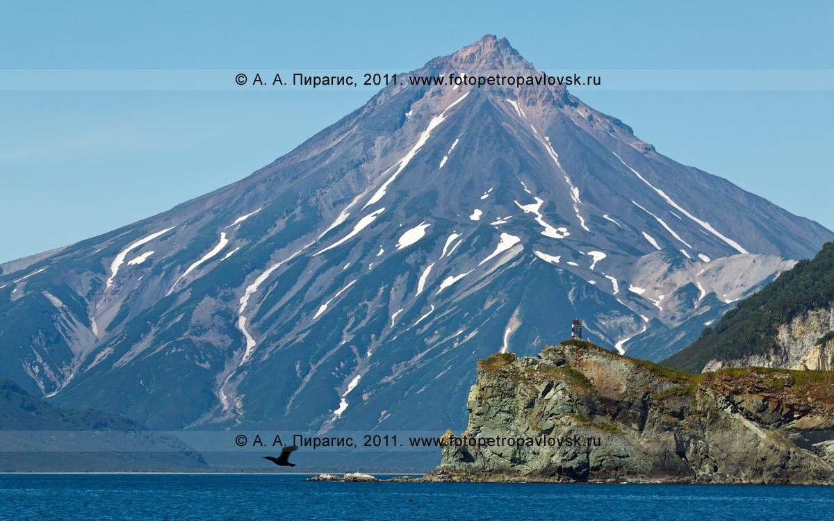 Фотография: мыс Зеленый и Вилючинский вулкан. Вид с Авачинского залива Тихого океана