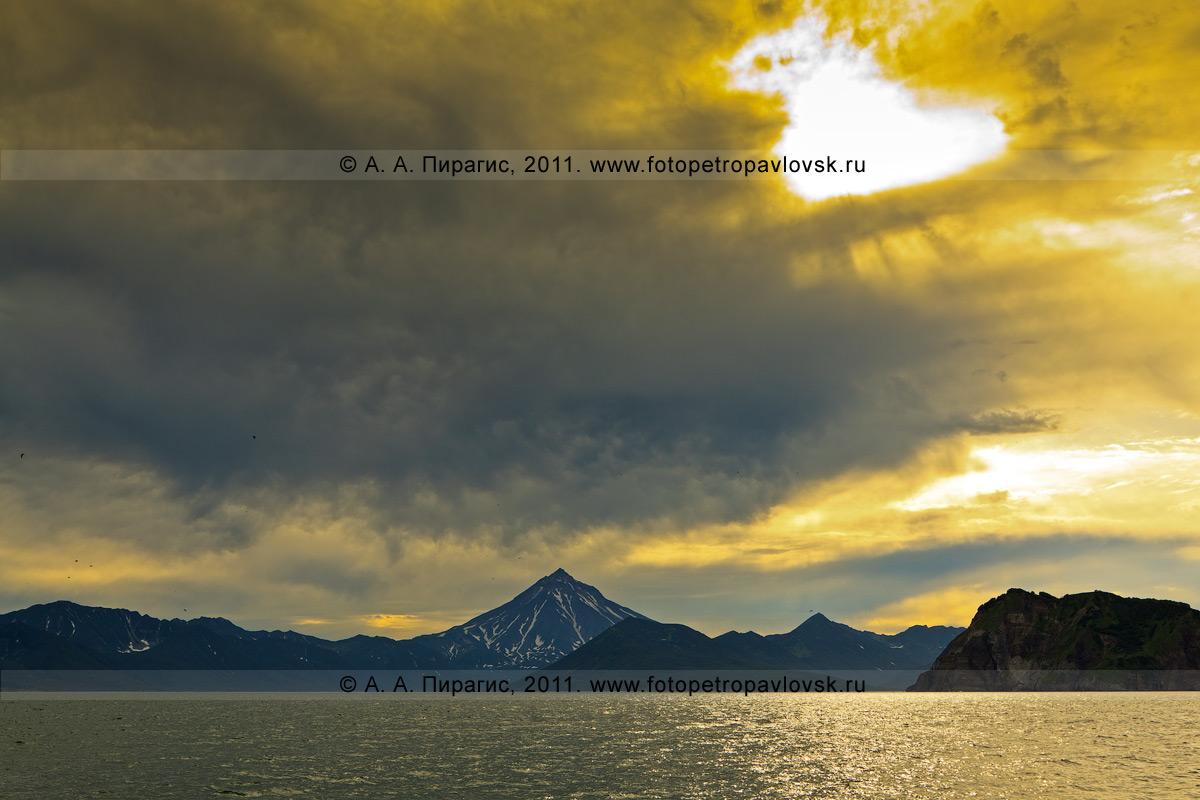 Фотография: камчатский пейзаж — Вилючинский вулкан (Вилючинская сопка), Авачинская губа (Авачинская бухта), Камчатка
