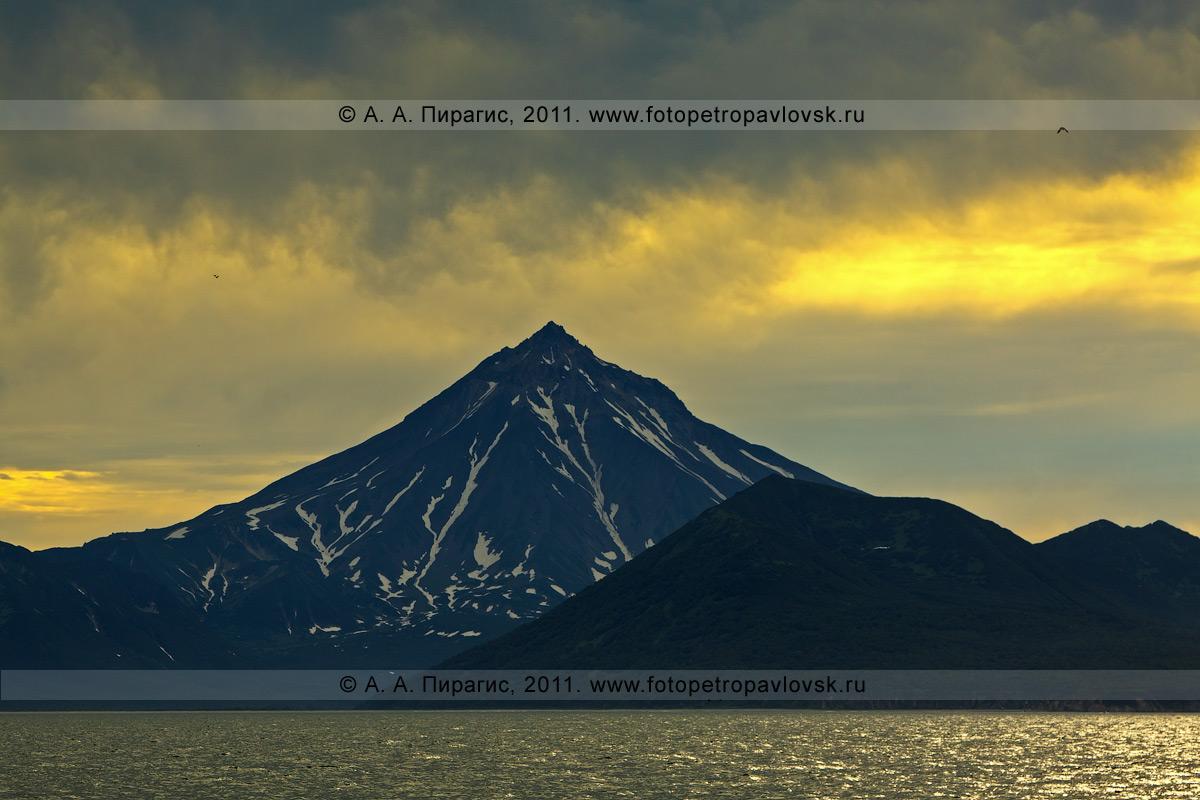 Фотография: пейзаж Камчатки — Вилючинский вулкан (Вилючинская сопка), Авачинский залив, полуостров Камчатка