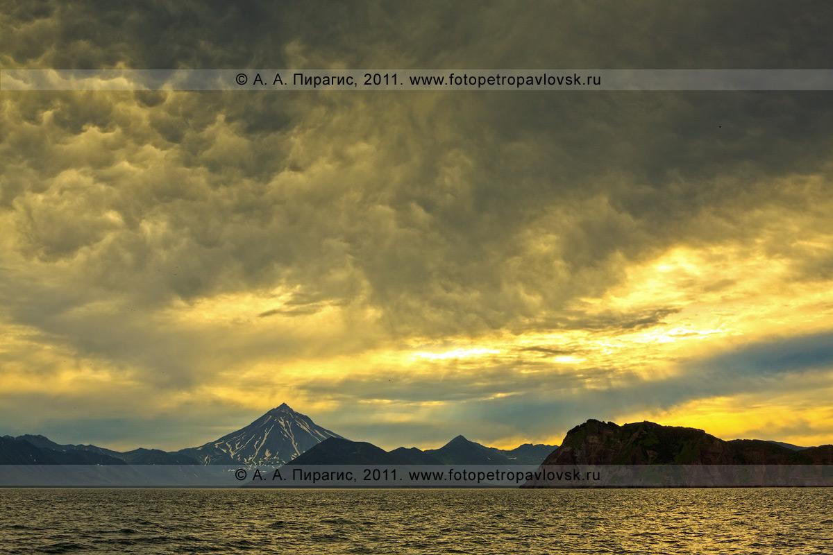 Фотография: пейзаж — Вилючинский вулкан (Вилючинская сопка) и Авачинский залив на полуострове Камчатка