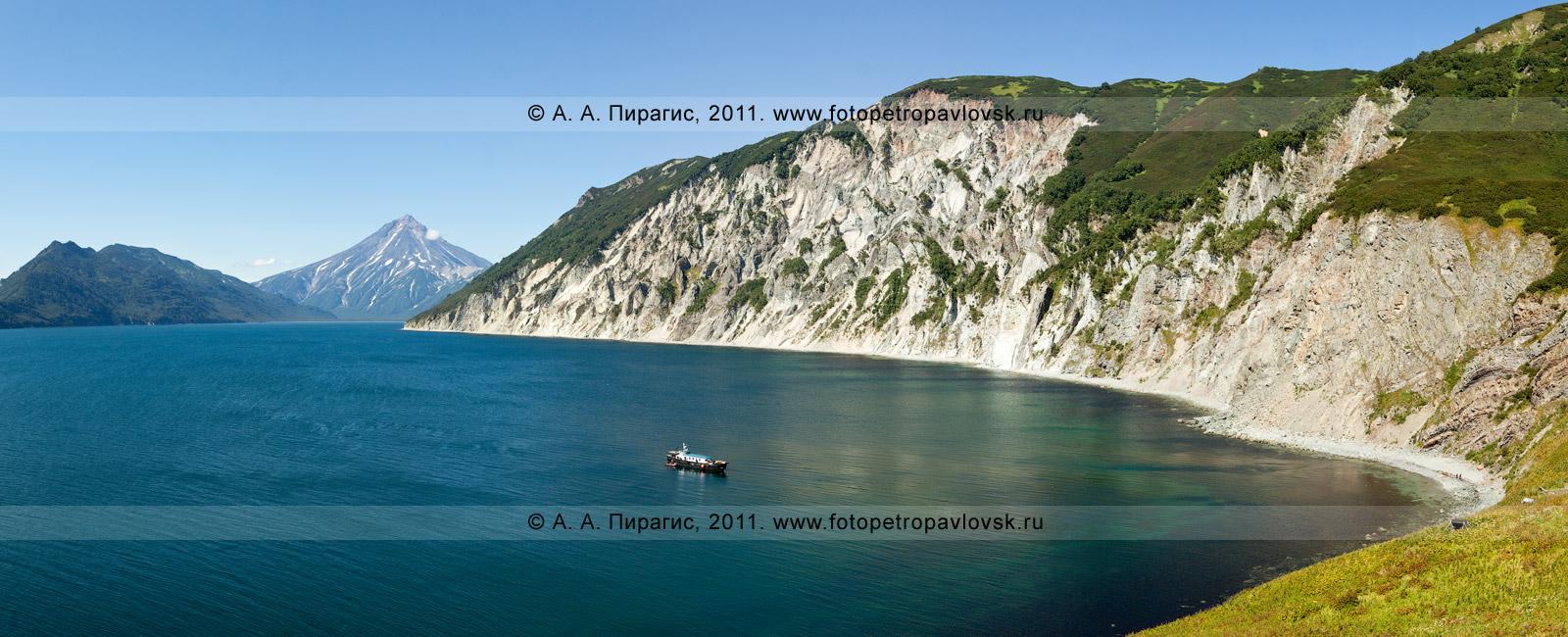 Панорама: бухта Вилючинская и Вилючинский вулкан. Полуостров Камчатка. Фотография сделана с мыса Зеленого