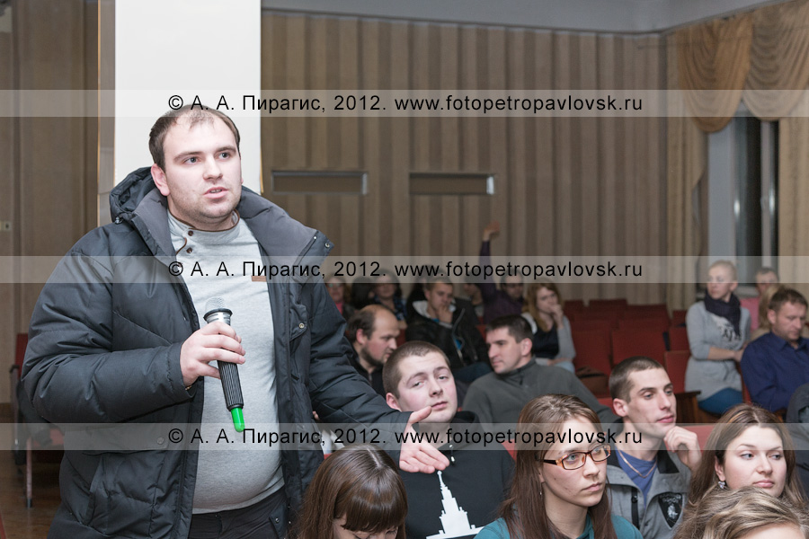 Фотография: встреча мэра Петропавловска-Камчатского Константина Слыщенко с молодежью города
