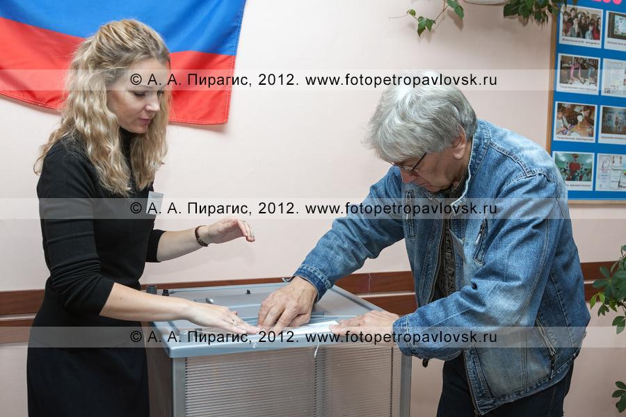 Фотография: опечатывание стационарной избирательной урны для голосования на выборах (до открытия избирательного участка для голосования на выборах)