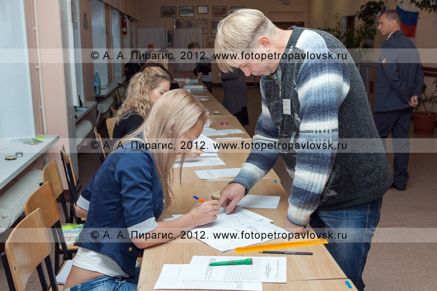 Фотография: работа участковой избирательной комиссии избирательного участка № 51