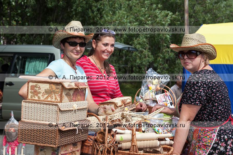 Фотография: продавцы на ярмарке выходного дня в столице Камчатского края