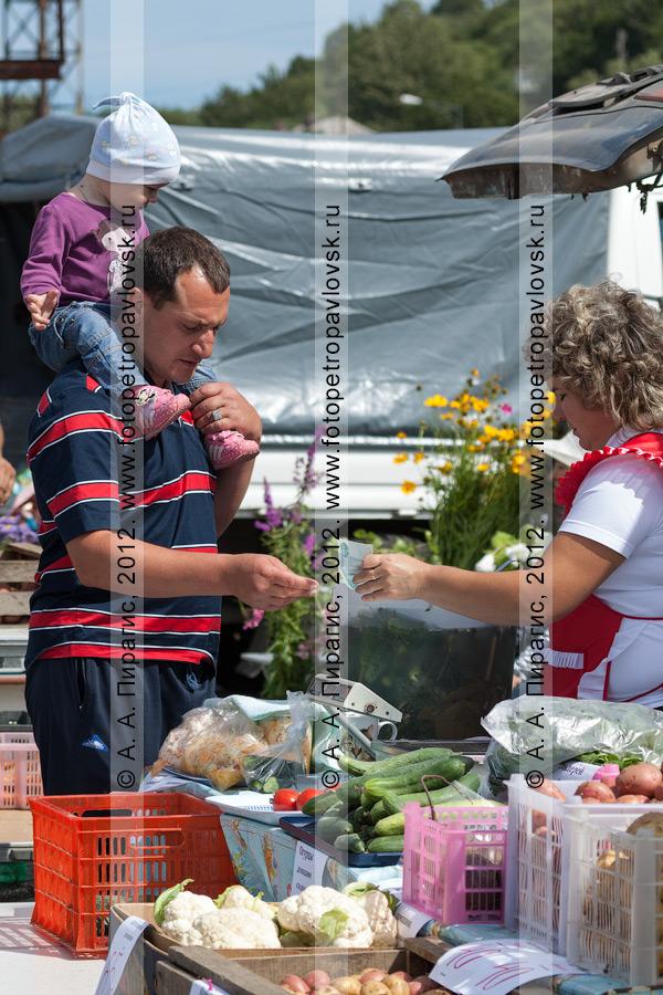 Фотография: продажа овощей на сельхозярмарке в городе Петропавловске-Камчатском