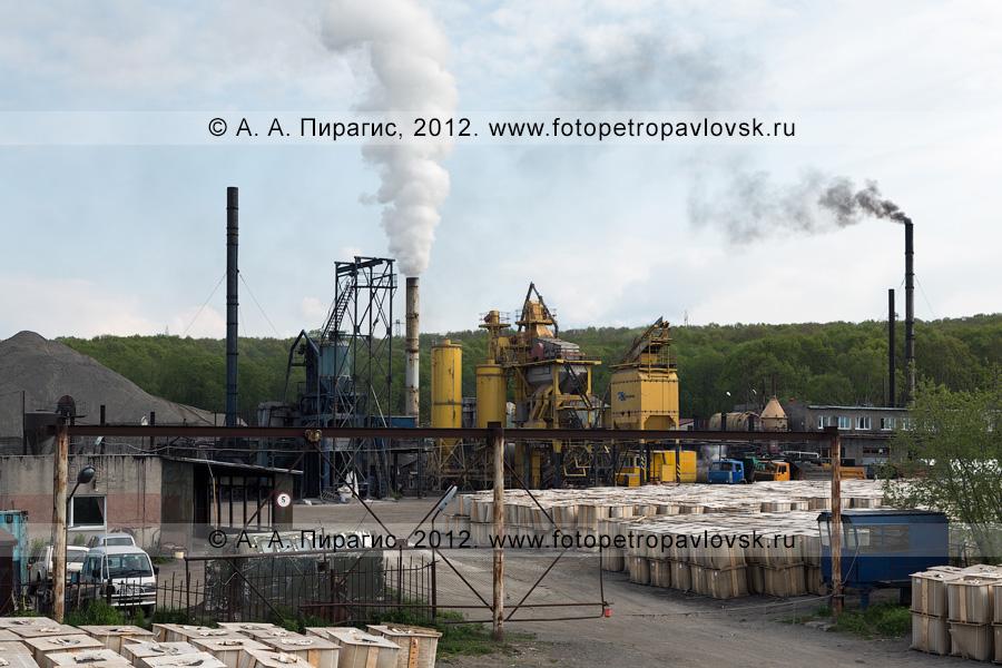 Фотография: асфальтовый завод в столице Камчатского края — городе Петропавловске-Камчатском