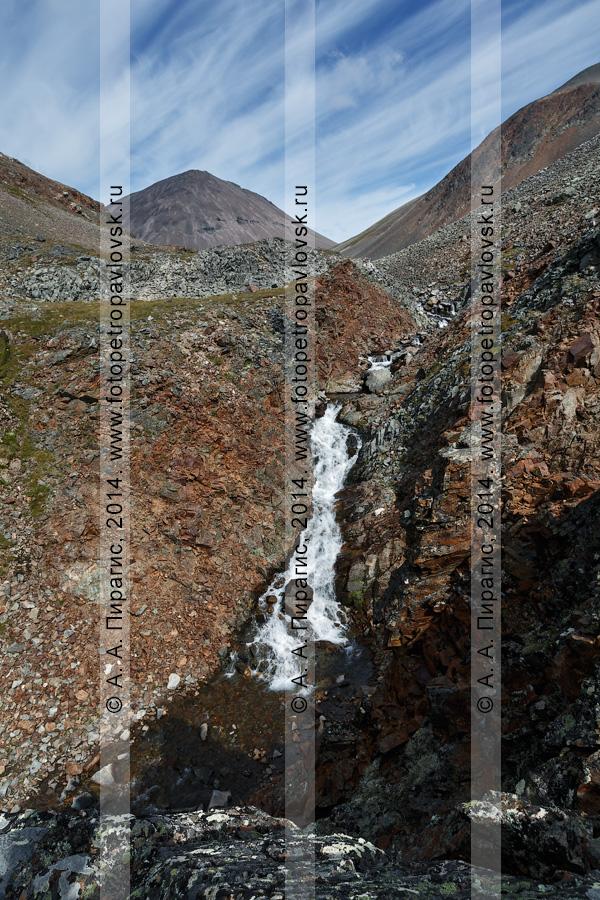 """Фотография: горный камчатский пейзаж — вид на реку Средняя Андриановка, """"Андриановские водопады"""" — комплексный, ландшафтный памятник природы Камчатки. Срединный хребет, Камчатский край"""