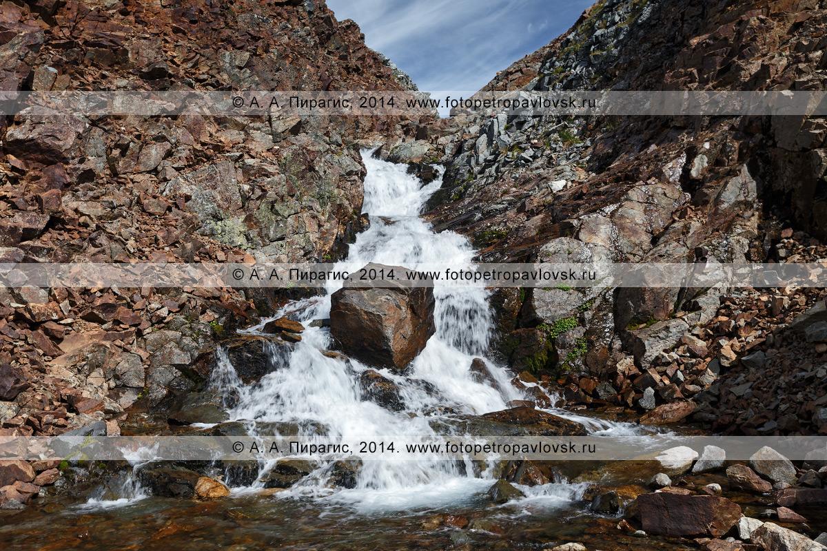"""Фотография: камчатский пейзаж — вид на горную реку Средняя Андриановка, """"Андриановские водопады"""" — комплексный, ландшафтный памятник природы Камчатки. Срединный хребет, Камчатский край"""