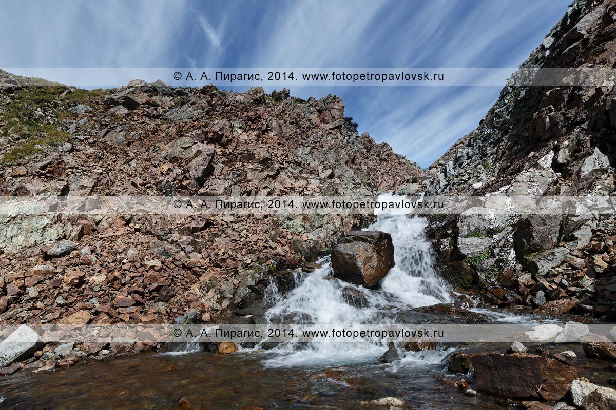 """Фотография: горный пейзаж — живописный вид на реку Средняя Андриановка, """"Андриановские водопады"""" — комплексный, ландшафтный памятник природы Камчатки. Срединный хребет, Камчатский край"""