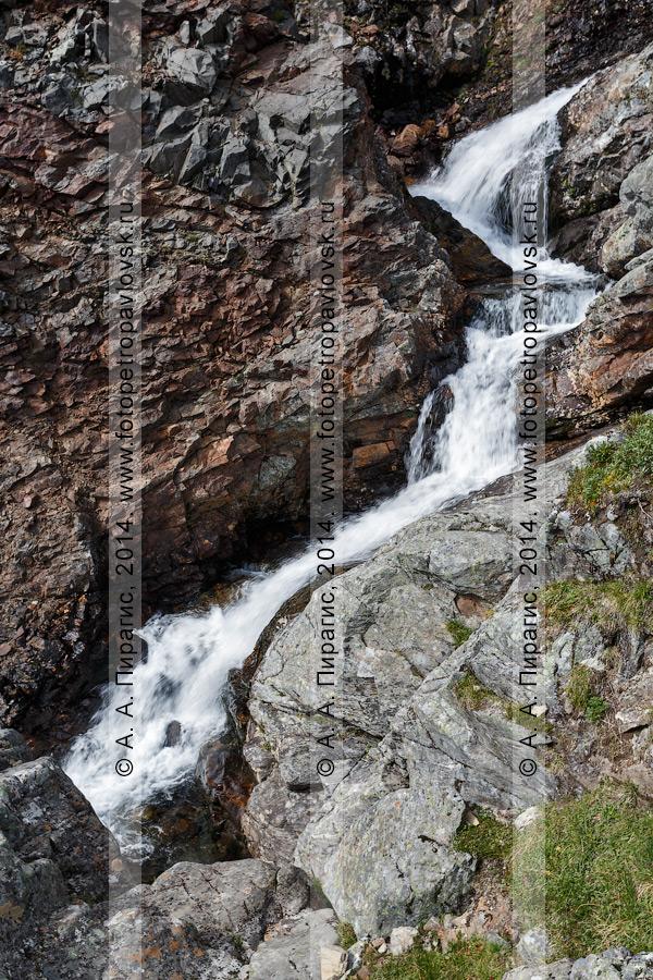"""Фотография: горная река Средняя Андриановка, комплексный, ландшафтный памятник природы Камчатки """"Андриановские водопады"""". Срединный хребет, Камчатский край"""