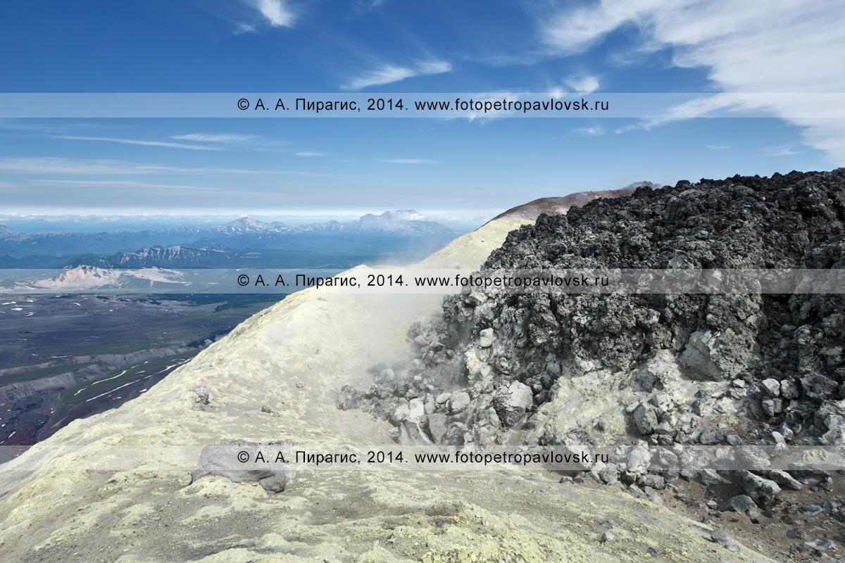 Кратер Авачинского вулкана (Avachinsky Volcano) — действующего вулкана полуострова Камчатка