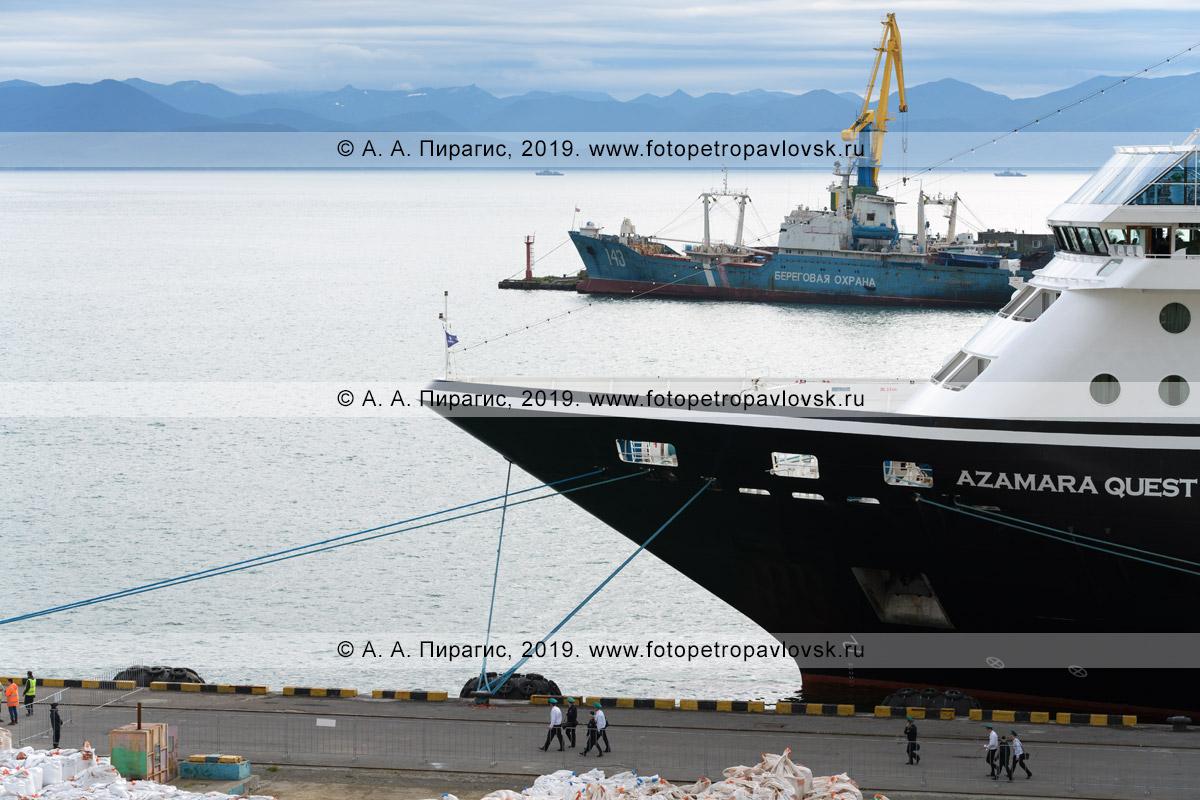 Фотография: круизный лайнер Azamara Quest («Азамара Квест») на полуострове Камчатка, причал в Петропавловск-Камчатском морском торговом порту