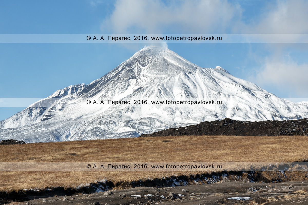 Фотография: камчатский действующий вулкан Безымянная сопка (вулкан Безымянный), Ключевская группа вулканов, полуостров Камчатка