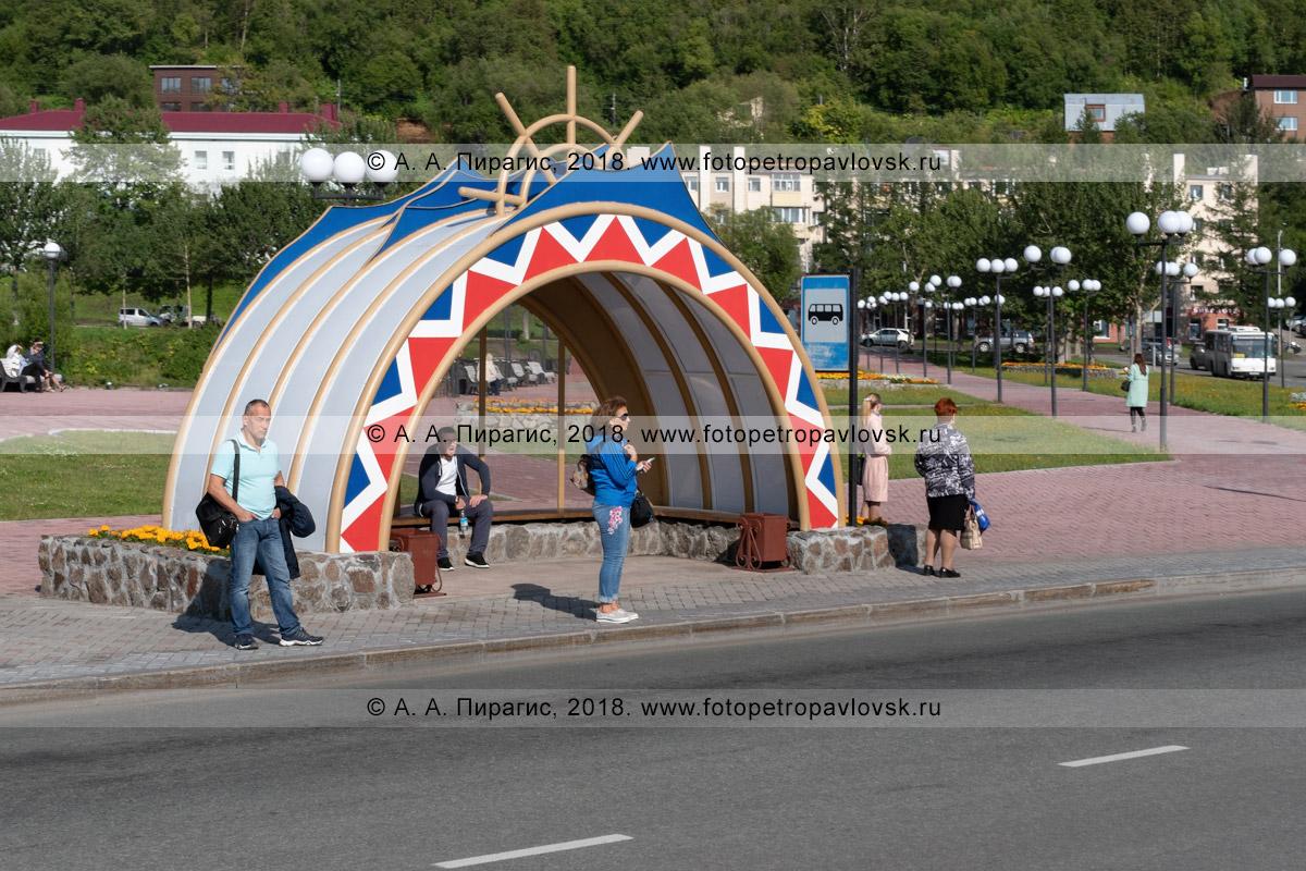 Фотография: новый павильон автобусной остановки «Култучное озеро» в центре города Петропавловска-Камчатского