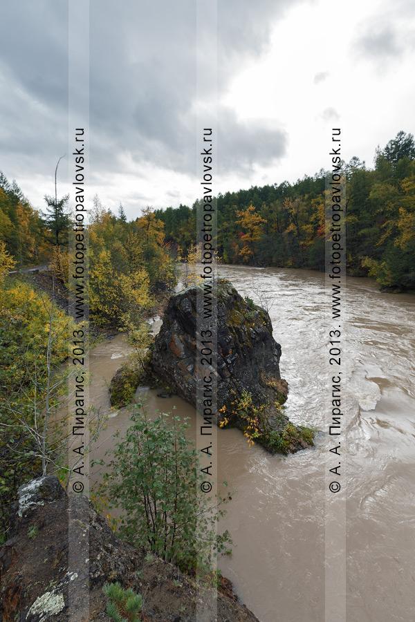 Фотография: осень на Камчатке — красивый вид на горную реку Быструю (Эссовскую). Камчатский край, Быстринский район