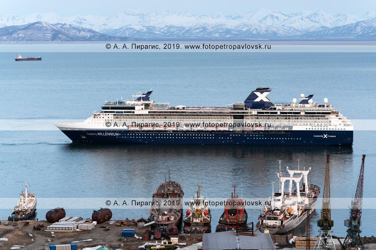 Фотография: круизный лайнер Celebrity Millennium в Авачинской губе (Авачинской бухте) на полуострове Камчатка